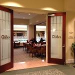 Entrance to restaurant The Oaks off elevator from roms