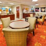Holiday Inn Express & Suites Bradley Airport Foto