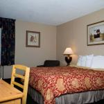 Photo de Guesthouse Inn & Suites