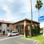 Photo de Travelodge Orange County Airport/Costa Mesa