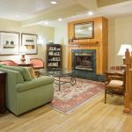 Photo de Country Inn & Suites By Carlson, Mankato Hotel and Conference Center, MN