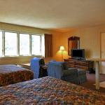 Photo de Econo Lodge Inn & Suites Groton