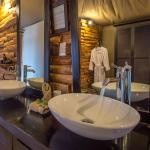 Guest unit bathroom at Toka Leya Camp