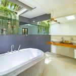Bathroom - Wonderful Beach Oasis