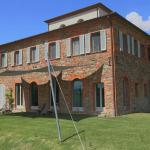 Outside, the house is classic Tuscany, sitting on a small hill with 360 degree panorama