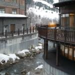 A river flowing between the 2 parts of the hotel with the ski slopes of El Tarter in the backgro