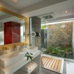 White Dream Boutique Suite Outdoor Jacuzzi - Bathroom and rainfall shower
