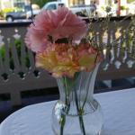 Real flowers on the table at The Swanson Restaurant.
