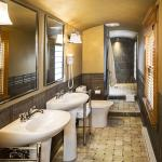 Ellen Room Bath with barrel vault ceiling