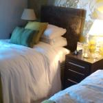 One of the twin beds