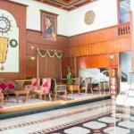 Regant Lake Palace Hotel
