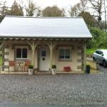 Gate lodge...brilliant, clean and great Access to tyrone and Northern Ireland 5mins from Fivemil