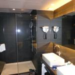 shower and double sinks in superior suite