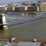 Chain bridge linking Buda on thr left and pest on the right