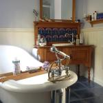 Great bathtub, there is a fab shower too!