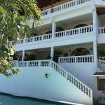 La Colina is Spanish hacienda style hotel with a great pool and view over Tamarindo