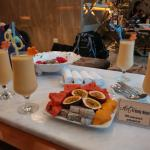 Welcome smoothie drinks & fruits