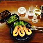 Prawns with rosted mushrooms & asparagus with Sauvignon Blanc