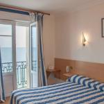 Double room with sea view / chambre double vue sur mer
