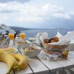 breakfast with view of the caldera