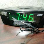 Alarm clock has plug for MP3 player or phone