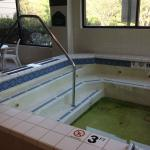 disgusting hot tub. not working and no signs anywhere.