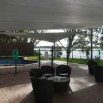 Outdoor Swimming Pool & Relaxation Area overlooking Lake Nagambie.