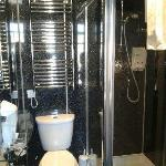 Lovely Bathroom, nice hot power shower