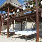 Swinging beach beds