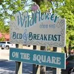 صورة فوتوغرافية لـ ‪Wildflower Bed and Breakfast-On the Square‬