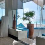 Spa Area with Coco Restaurant & White Box: The spot to be!!