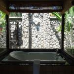 Bayfront Villa bath & outdoor shower