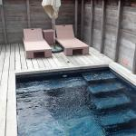 Bungalow plunge pool