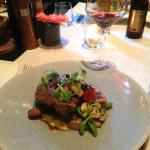 Delicious steak with béarnaise sauce