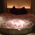 Round bed/guest room