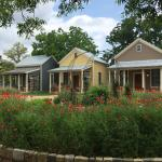 Foto Fredericksburg Herb Farm - Sunday Haus Cottages