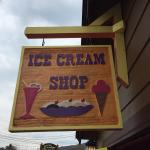 Ice cream shoppe