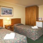 Meadowbrook Hotel Accommodation Twin Room