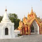 Kuthodaw Pagoda & the World's Largest Book Foto
