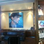 Remarque's picture in lobby