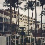 looking back at Hotel Mocambo from the path to the beach