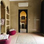 Twin Room (Prune) - Entry &amp