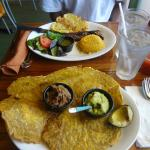 Patacon with beef and guacamole and steak with rice and salad