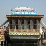Photo de Young Alzira Group of House Boats.
