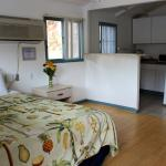 Kitchenette Cottage with Queen bed