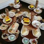 4 sets of high tea for 8 pax