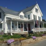 Halladay's Harvest Barn Inn resmi