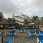 Photo de Mediterranean Beach Hotel