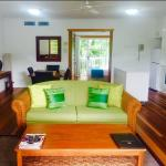 1 Bedroom Superior Apartment Lounge & Dinning Room