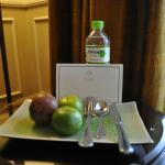 Fresh fruits and a bottle of water to welcome you !